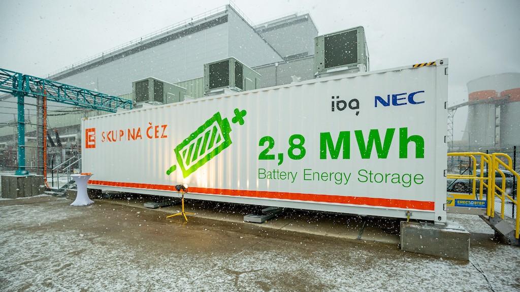 velkokapacitni-4mw-baterie-v-arealu-elektrarny-tusimice