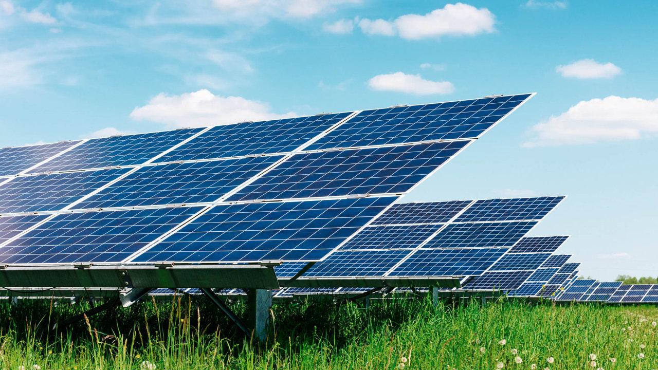 025-11F-Solar3-Shutterstock